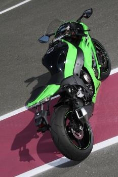 Kawasaki_ZX10R_11_02