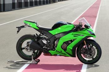 Kawasaki_ZX10R_11_30